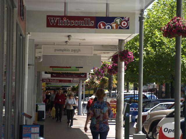 Whanganui Blumenampeln an der Strasse