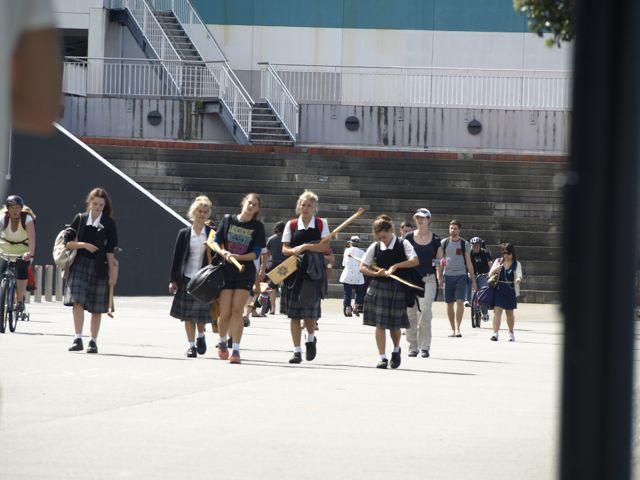 Schuelerinnen in Uniform. Wellington